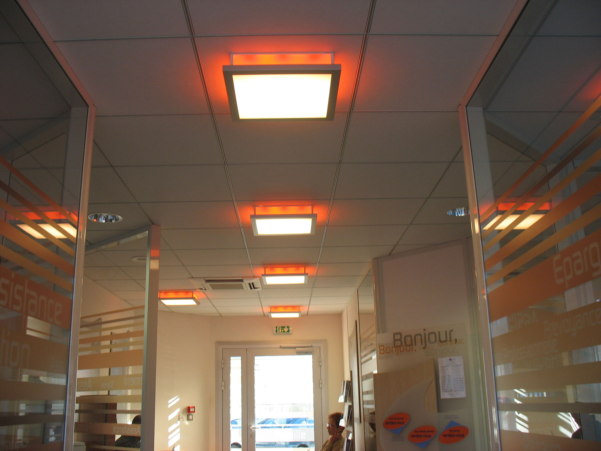amenagement-plafond-faux-plafond-luminaire-design-led-orange-1